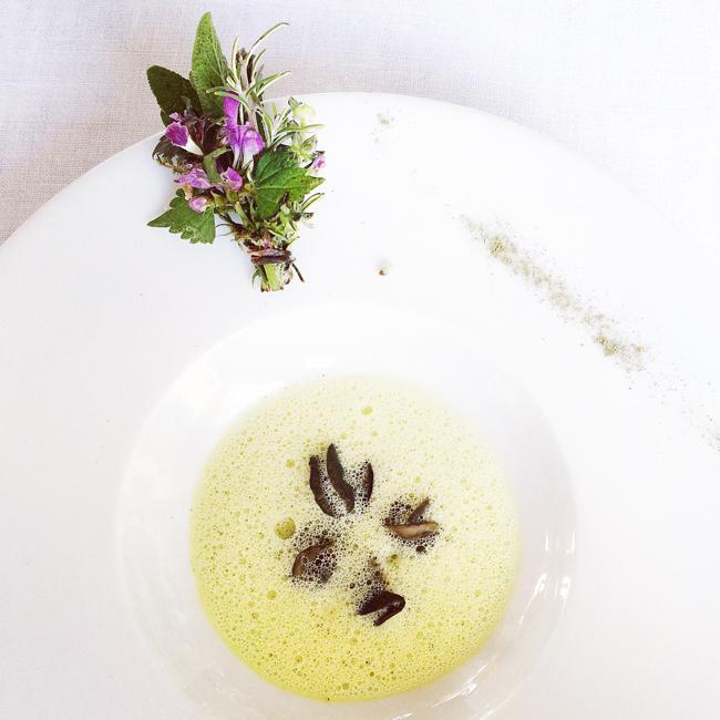 travel_josephine_provence_franta_bonnieux_restaurant_eduard_loubet_mancare_fel_principal_melci