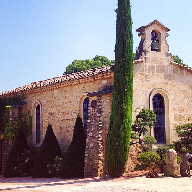 travel_josephine_provence_franta_chateau_d'estoublon_biserica