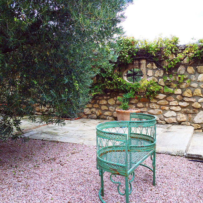 travel_josephine_provence_franta_chateau_d'estoublon_curte