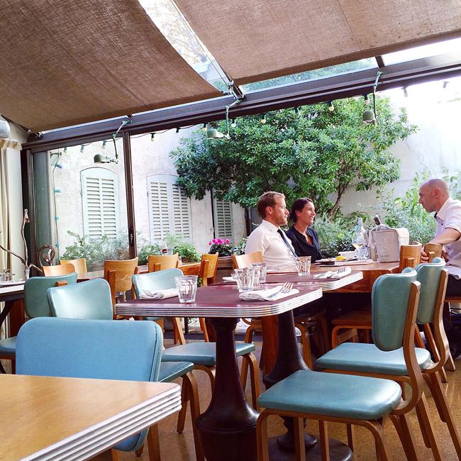 travel_josephine_provence_franta_marseille_restaurant_cafe_populaire_pranz