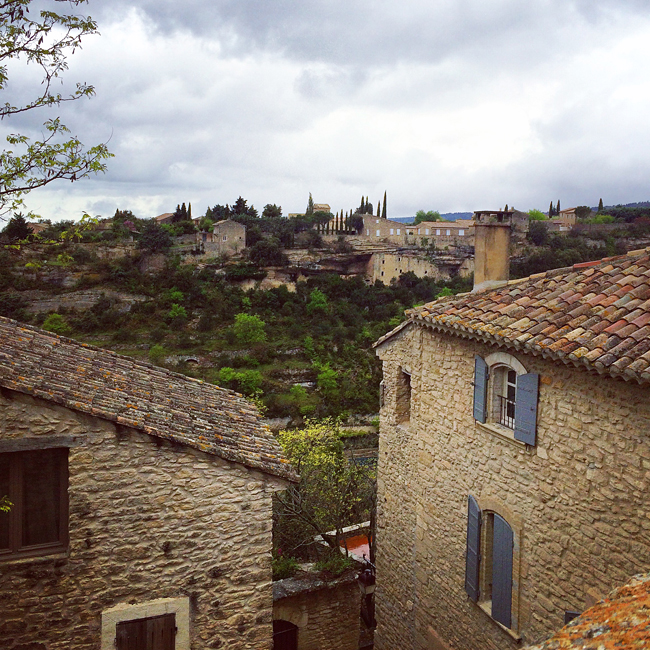 travel_josephine_provence_franta_village_gordes_