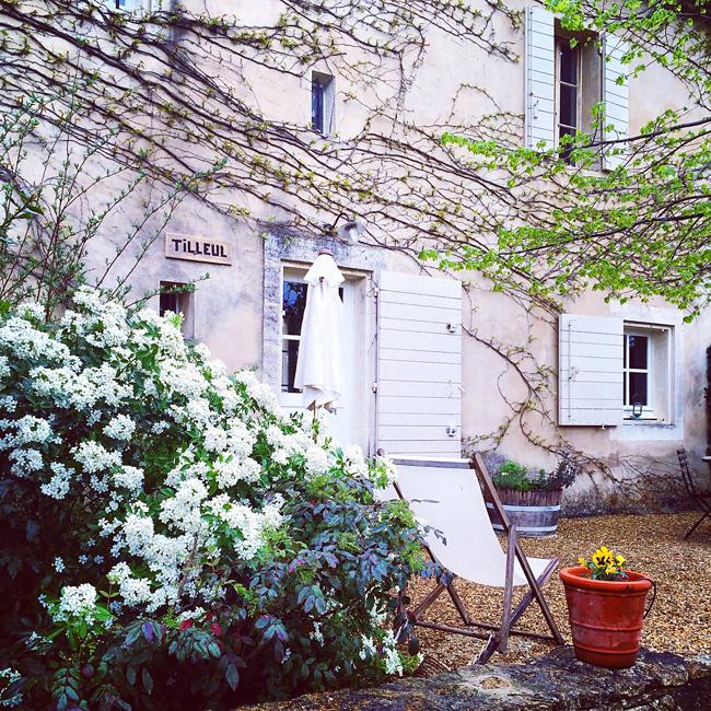 travel_josephine_provence_franta_village_maubec_domaine_faverot_cazare_podgorie