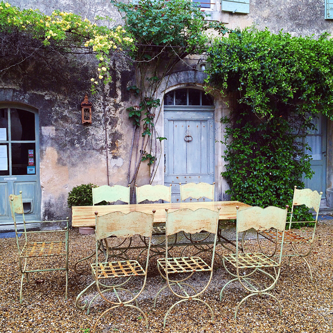 travel_josephine_provence_franta_village_maubec_domaine_faverot_podgorie_